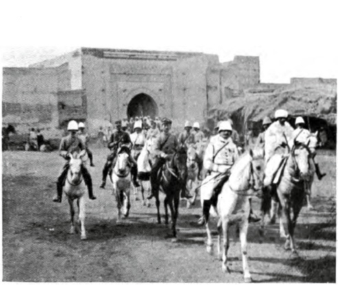 http://upload.wikimedia.org/wikipedia/commons/2/21/Mangin_enters_Marrakesh_(September_1912).jpg