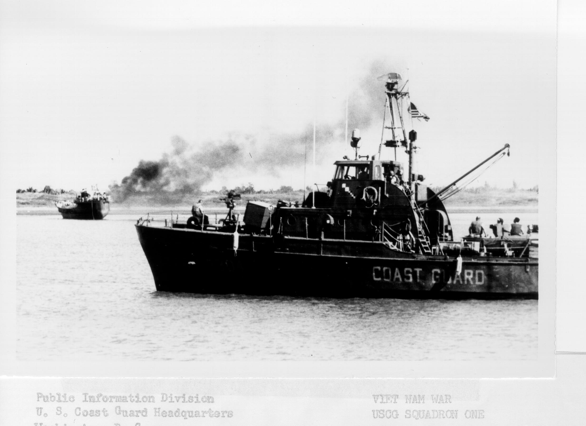 https://i0.wp.com/upload.wikimedia.org/wikipedia/commons/2/22/VTN_Burning_Trawler_sm.jpg