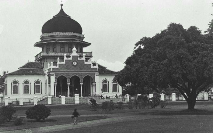 Masjid Raya Baiturrahman Kutaraja (Foto Dhr. Christoffel Hendrik)