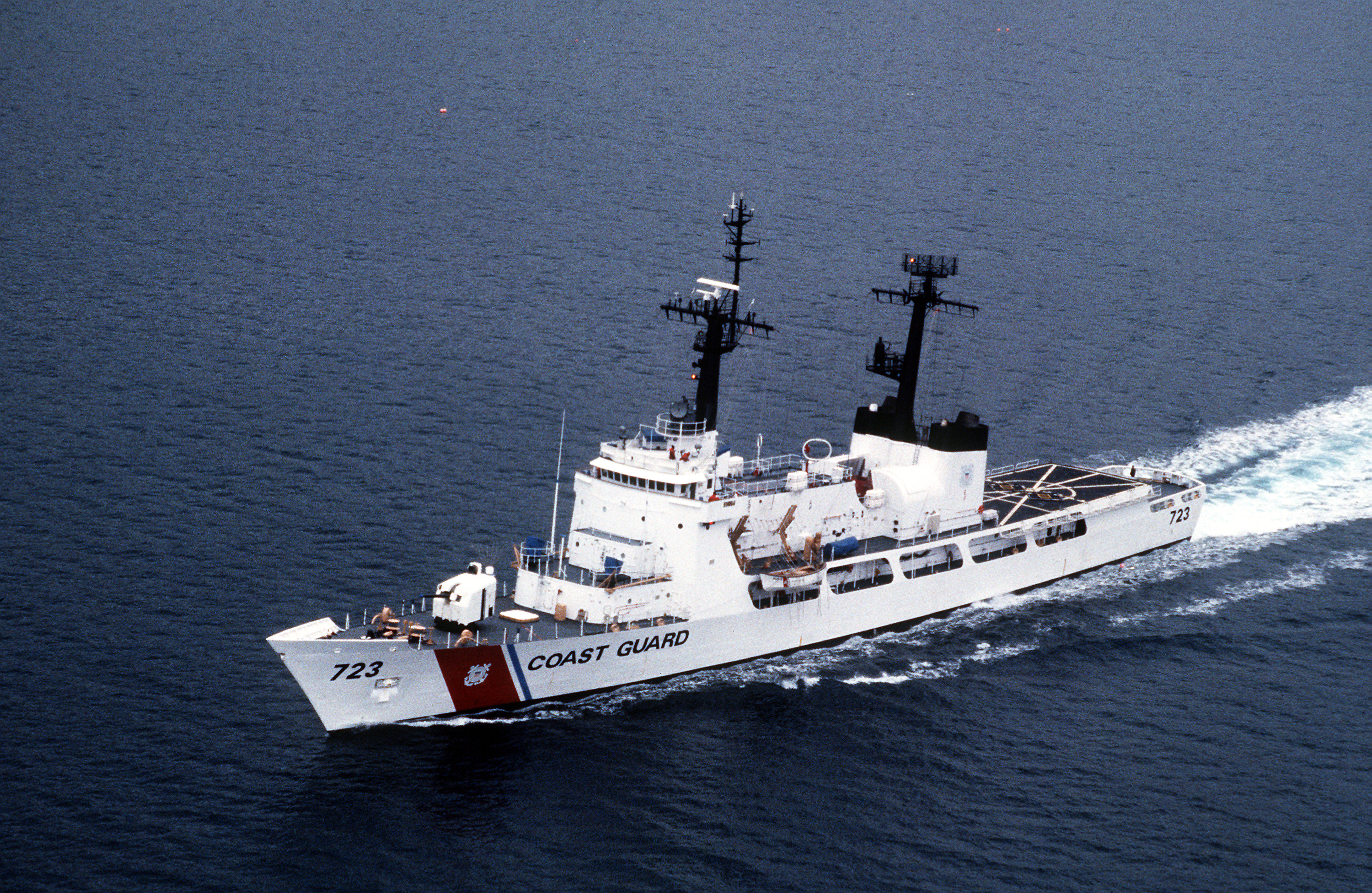 https://i0.wp.com/upload.wikimedia.org/wikipedia/commons/2/23/USCGC_Rush_WHEC-723.jpg