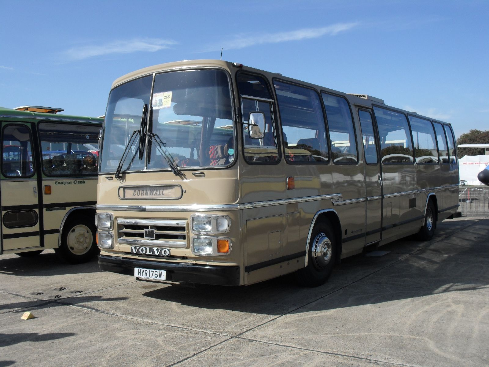 File Glenton Tours Coach Hyr 176w Showbus Rally
