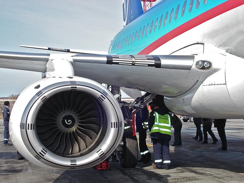 Berkas:SSJ-100 bort1 engine.jpg