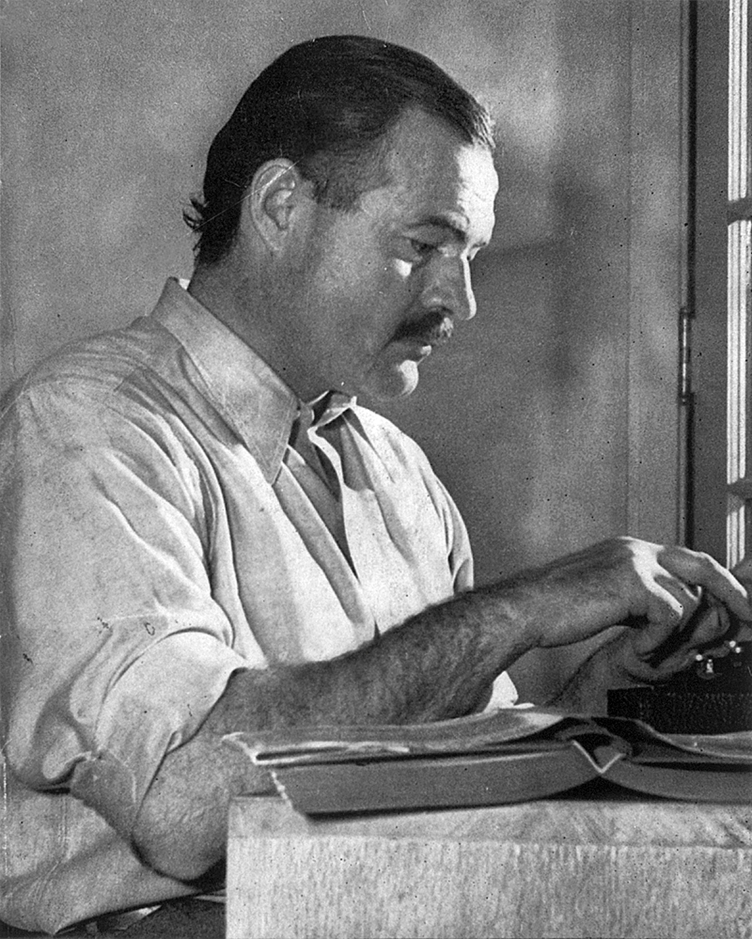 Hemingway posing for a dust jacket photo by Ll...