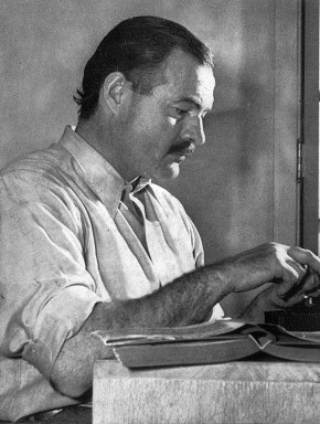 English: Hemingway posing for a dust jacket ph...
