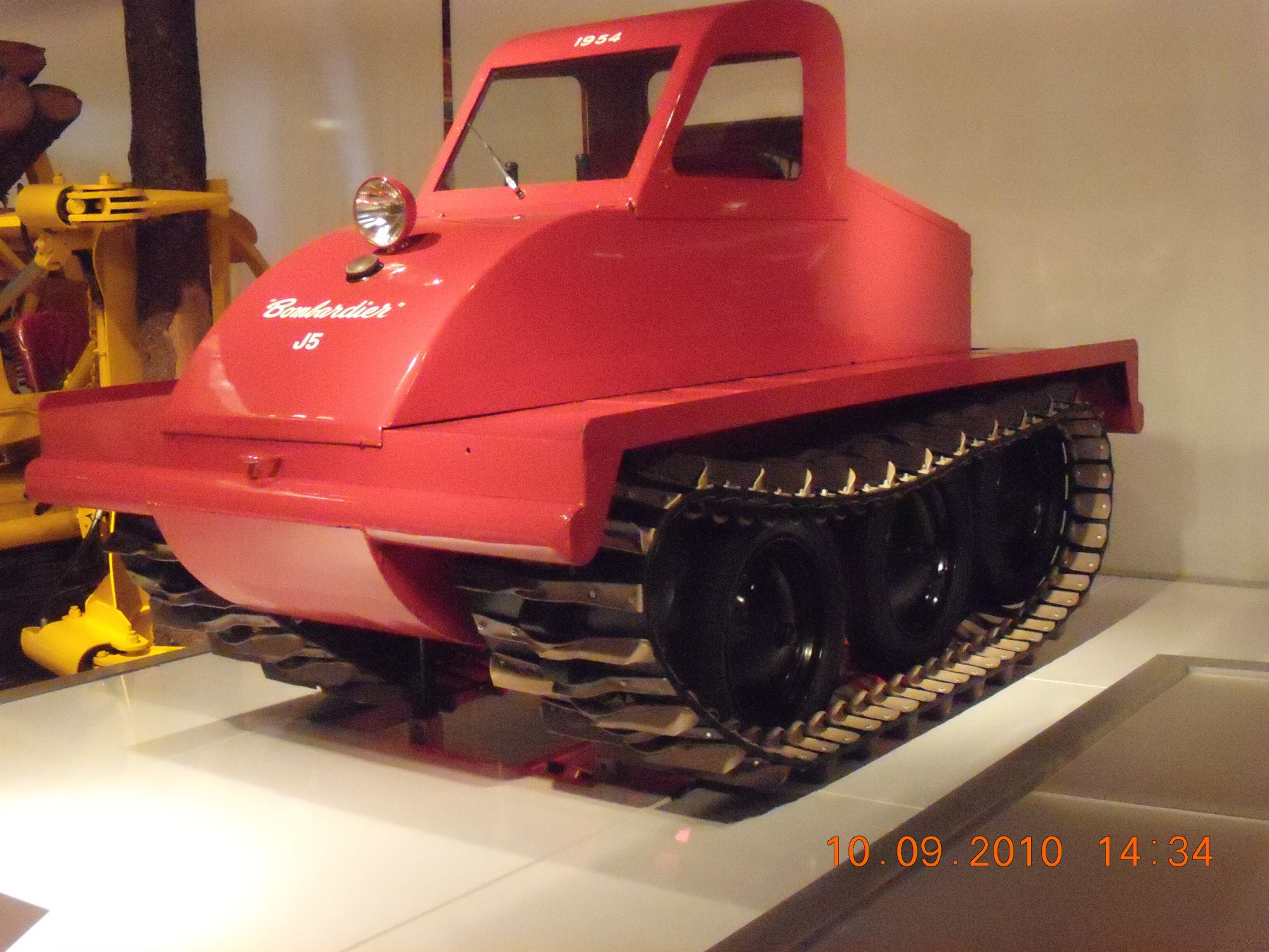 hight resolution of file bombardier j5 snow vehicle left view jpg