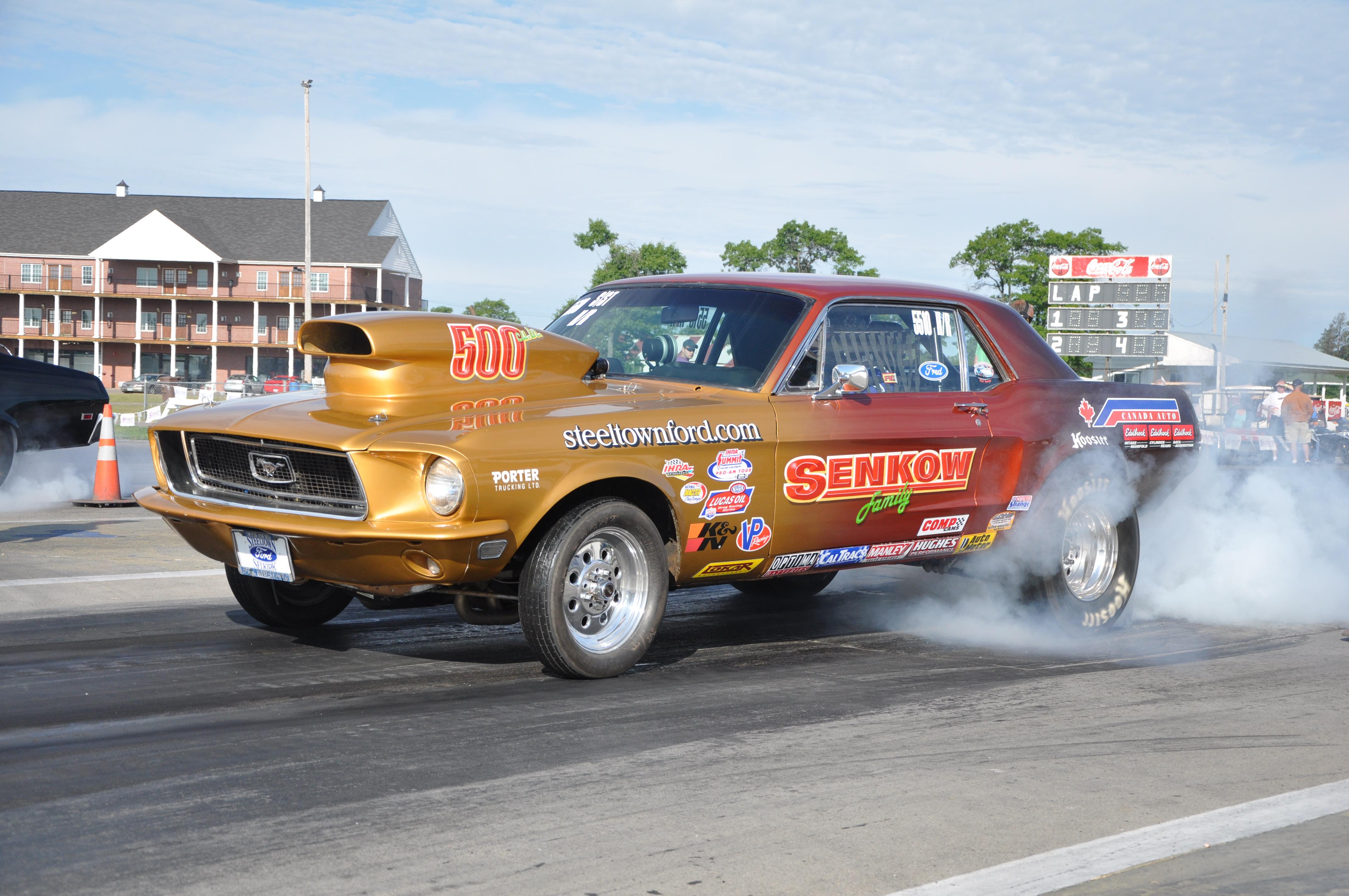 Ford Mustangs Street Racing