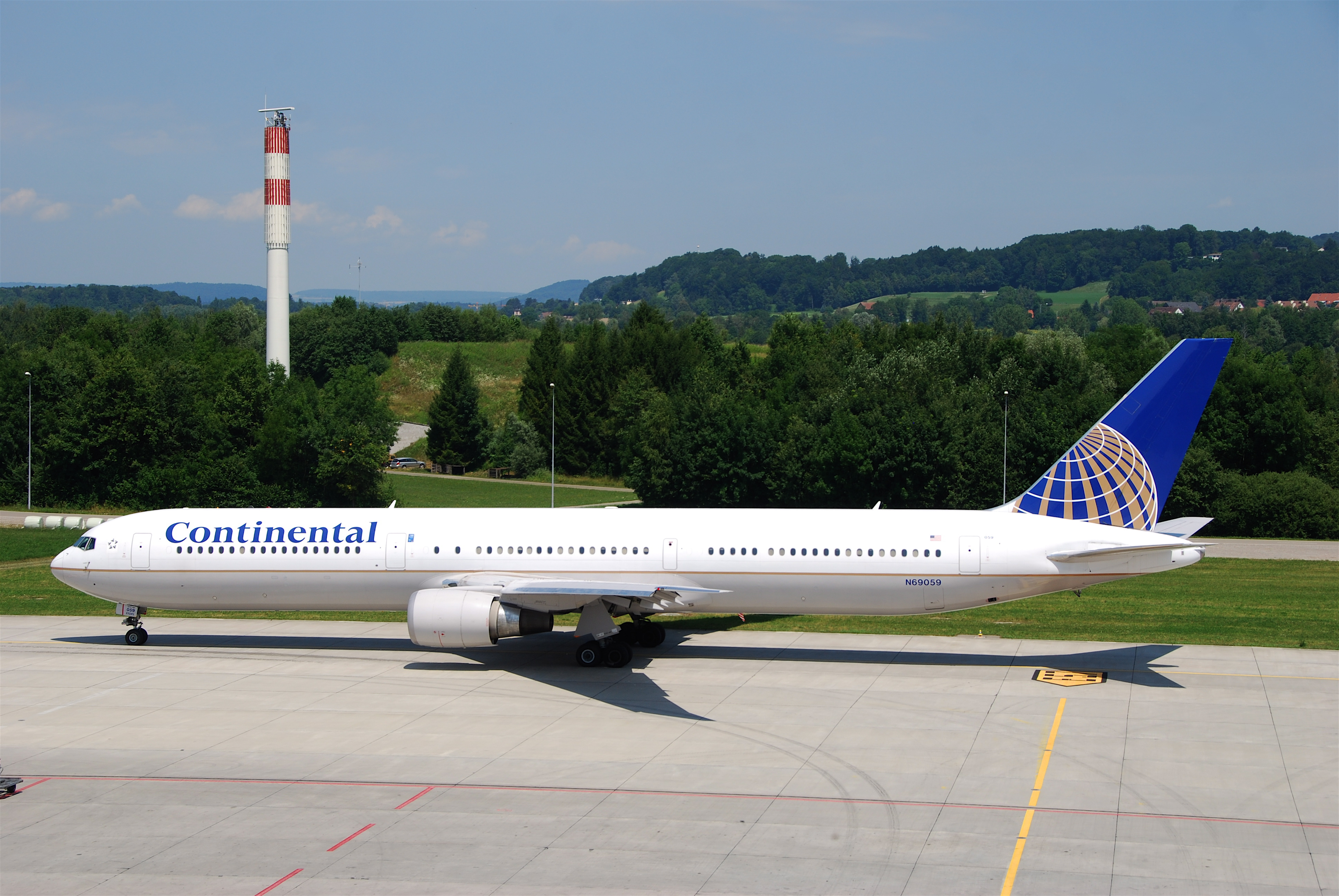 File:Continental Airlines Boeing 767-400; N69059@ZRH;16.07.2010 583bk (4799578145).jpg - Wikimedia Commons