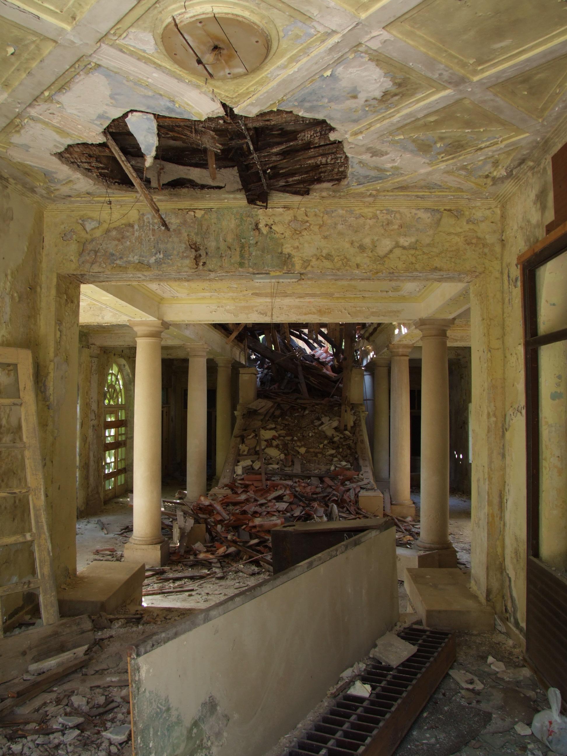 FileHotel Grand  destroyed hotel in Kupari CroatiaJPG
