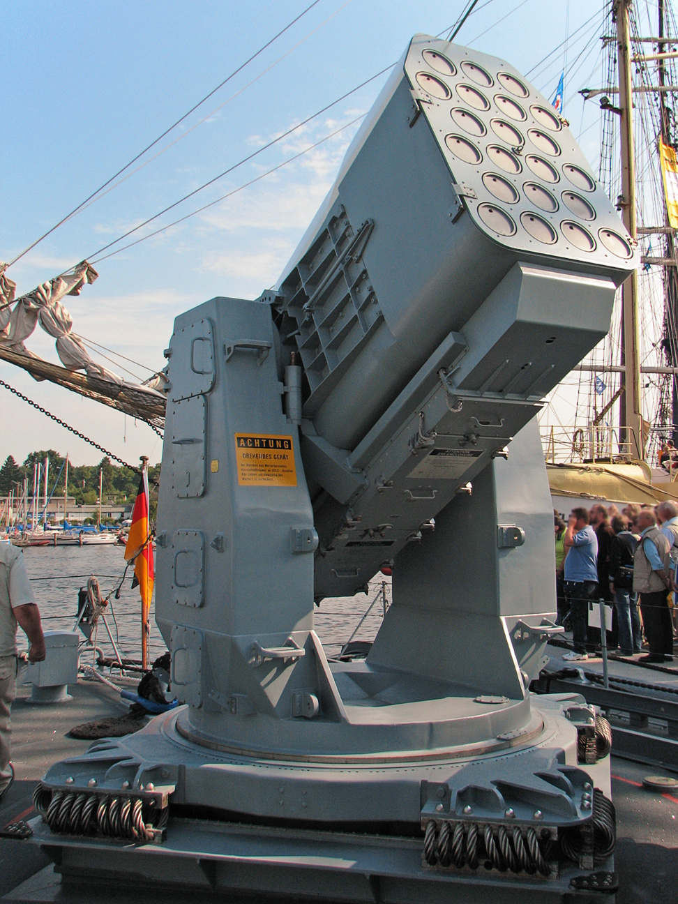 https://i0.wp.com/upload.wikimedia.org/wikipedia/commons/2/2c/RIM-116_Rolling_Airframe_Missile_Launcher_3.jpg