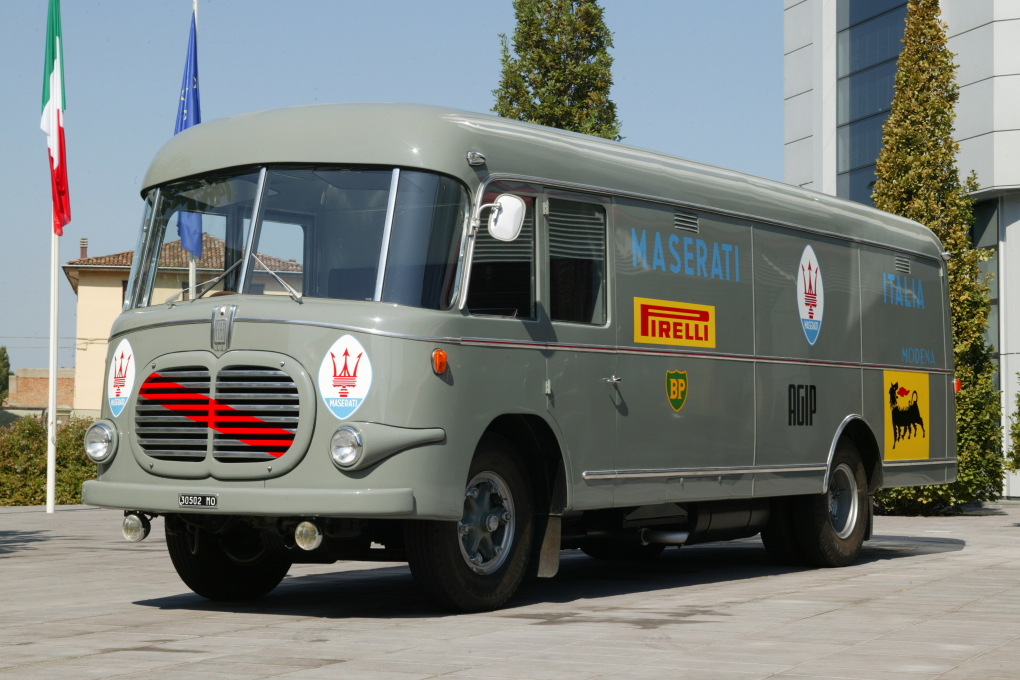 Fiat 612/RN transporter of Maserati Racing Team.