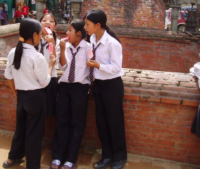Fileschool Girls In Bhaktapur Jpg