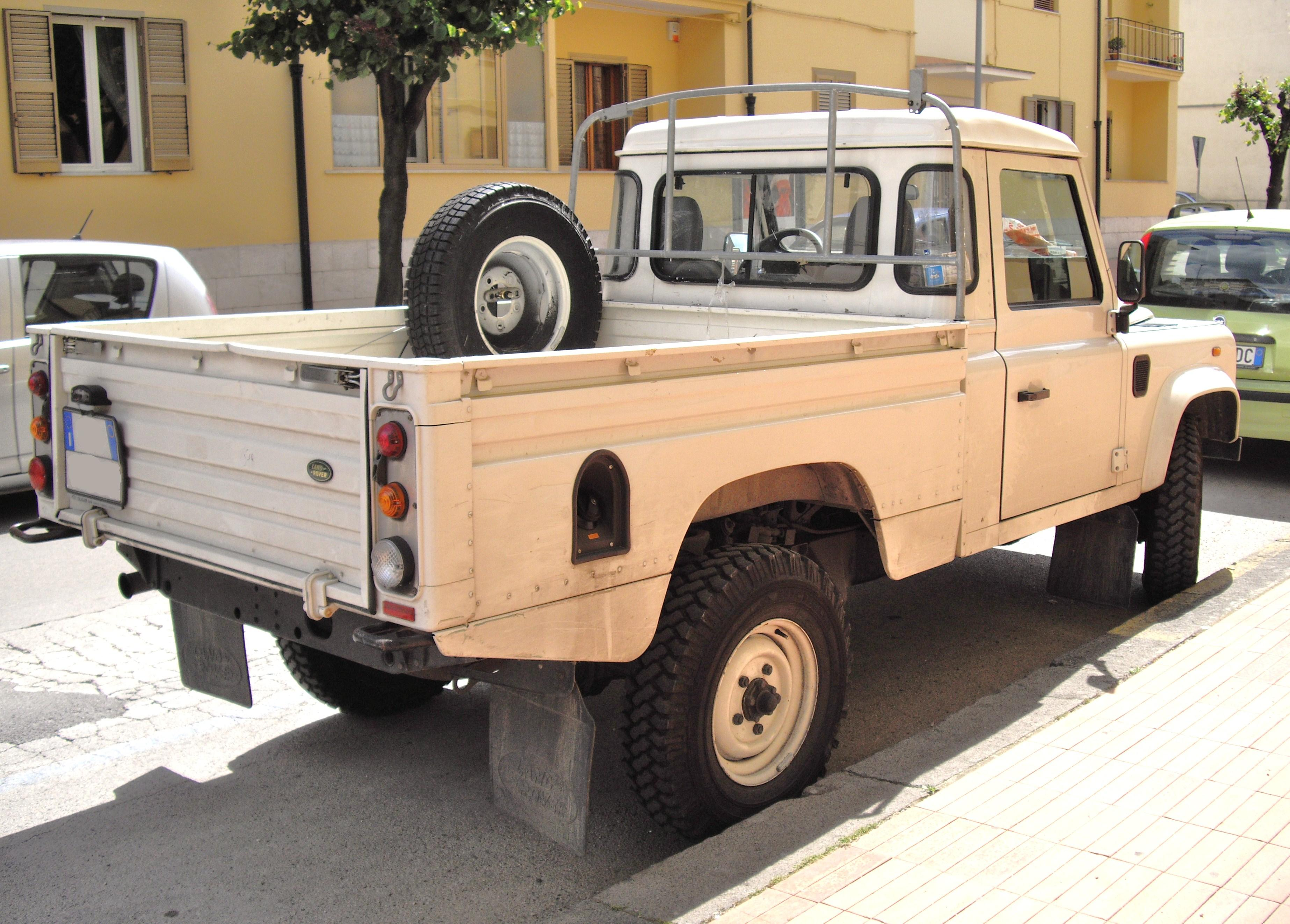 File Land Rover Defender pick up JPG Wikimedia mons