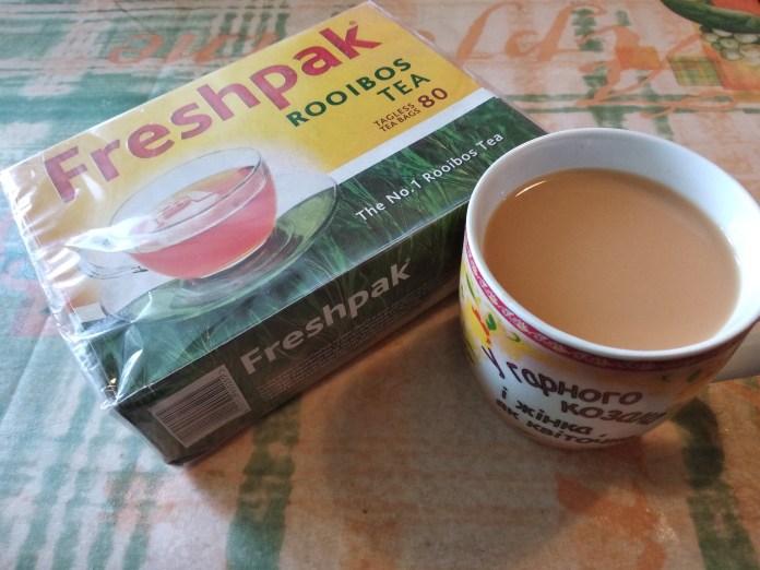 Archivo:Коробка з чаєм ройбуш у пакетах та заварений чай із ...