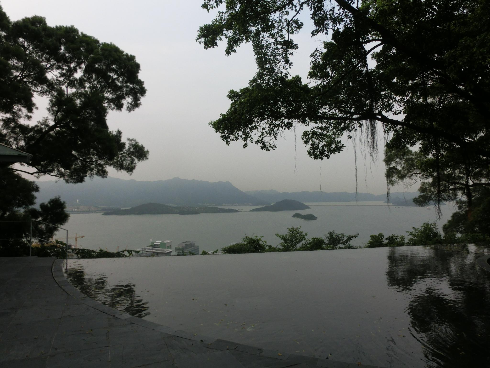 File:HK CUHK 中文大學 Tai Po 大埔 Ma Liu Shui 天人合一 Infinity edge pool New Asia College Aug 2013 ZR2 11.jpg - Wikimedia Commons
