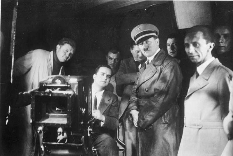 File:Bundesarchiv Bild 183-1990-1002-500, Besuch von Hitler und Goebbels bei der UFA.jpg