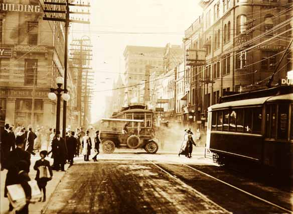 File:Yonge and King in 1915.jpg
