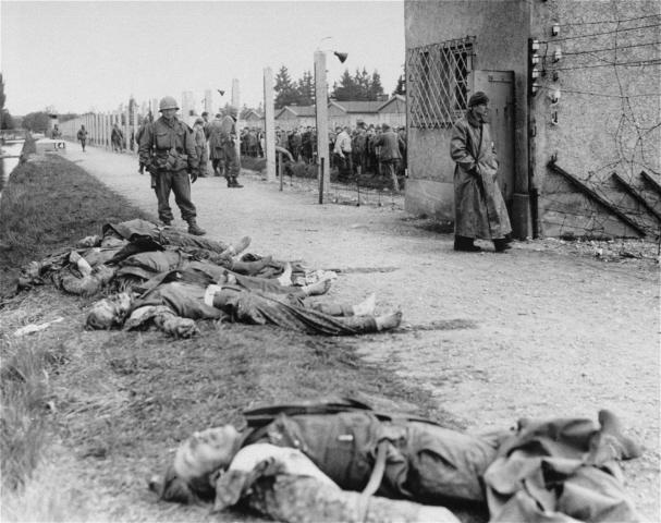 Archivo: Asesinado SS Cammo Dachau.jpg