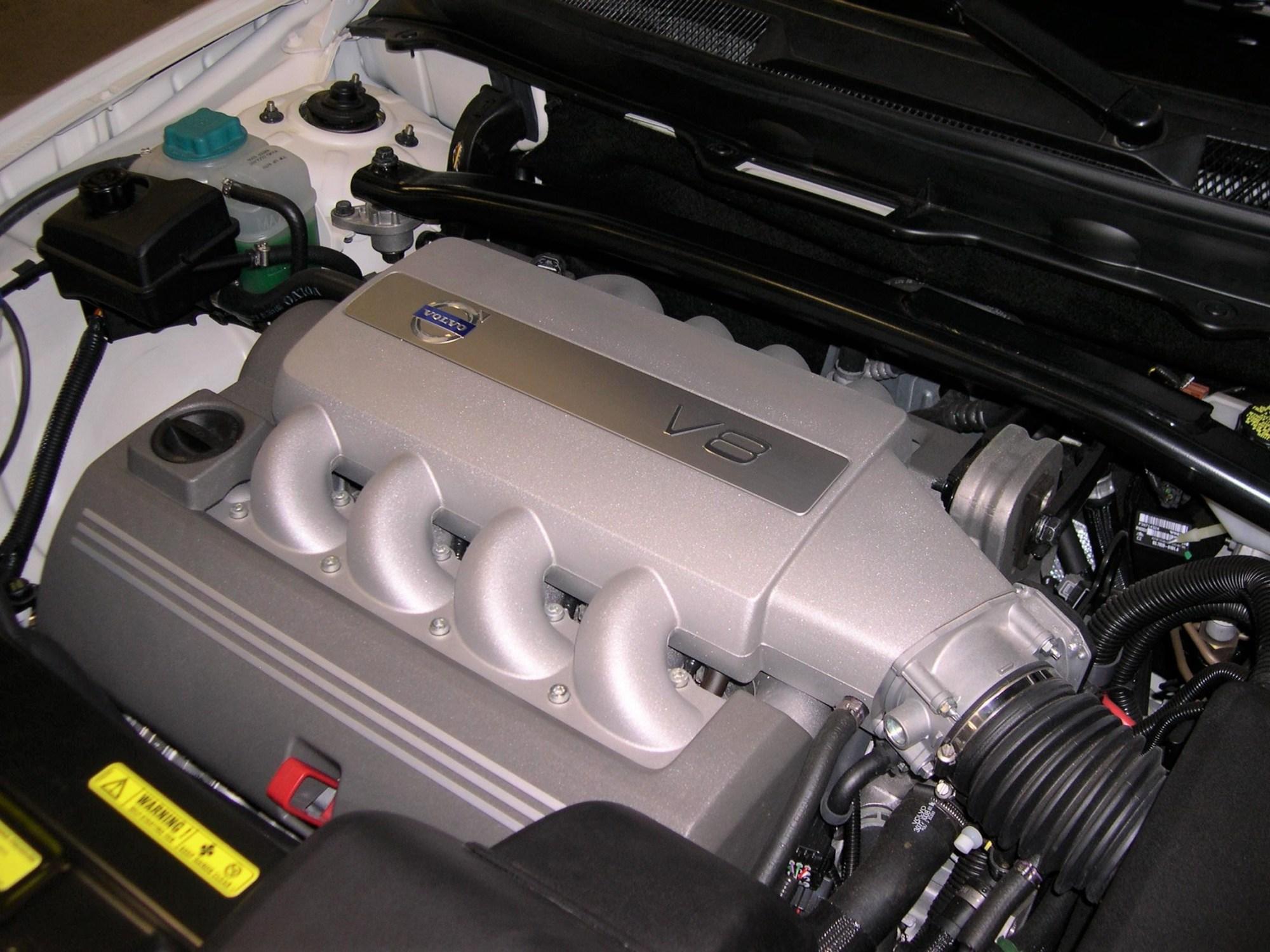 hight resolution of volvo b8444s engine
