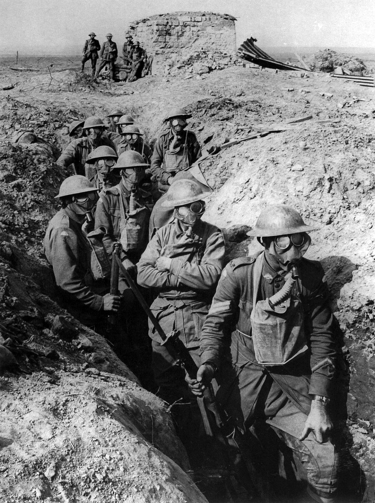 https://i0.wp.com/upload.wikimedia.org/wikipedia/commons/3/34/Australian_infantry_small_box_respirators_Ypres_1917.jpg