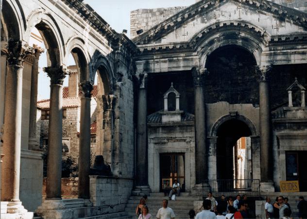 File:Palazzo di Diocleziano - Spalato.png
