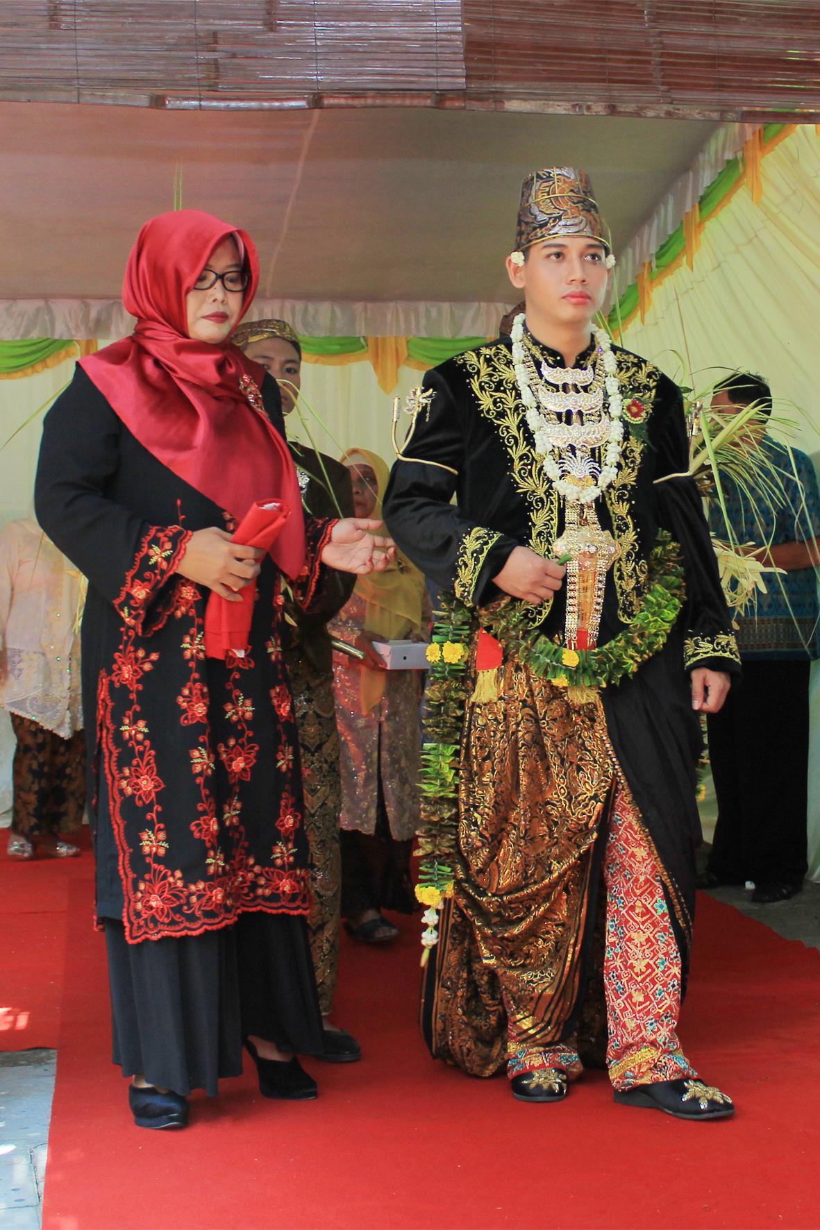Foto Pengantin Jawa : pengantin, File:Busana, Pengantin, Ageng, Kanigaran.jpg, Wikimedia, Commons