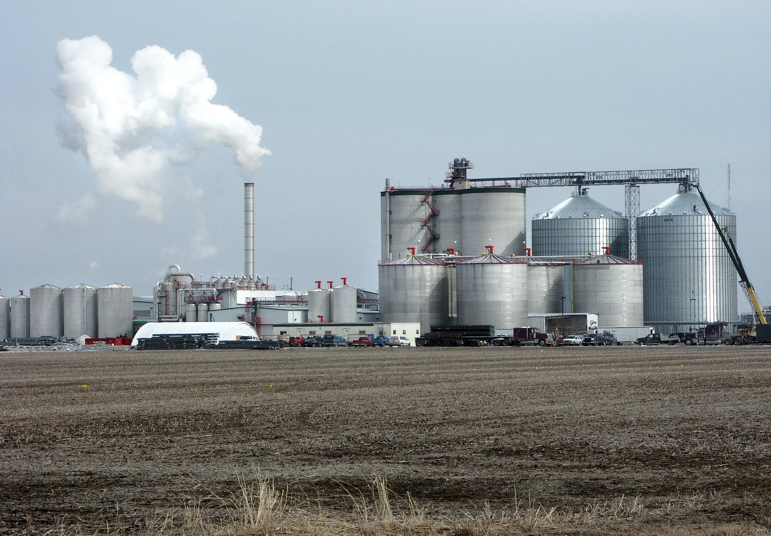 https://i0.wp.com/upload.wikimedia.org/wikipedia/commons/3/35/Ethanol_plant.jpg