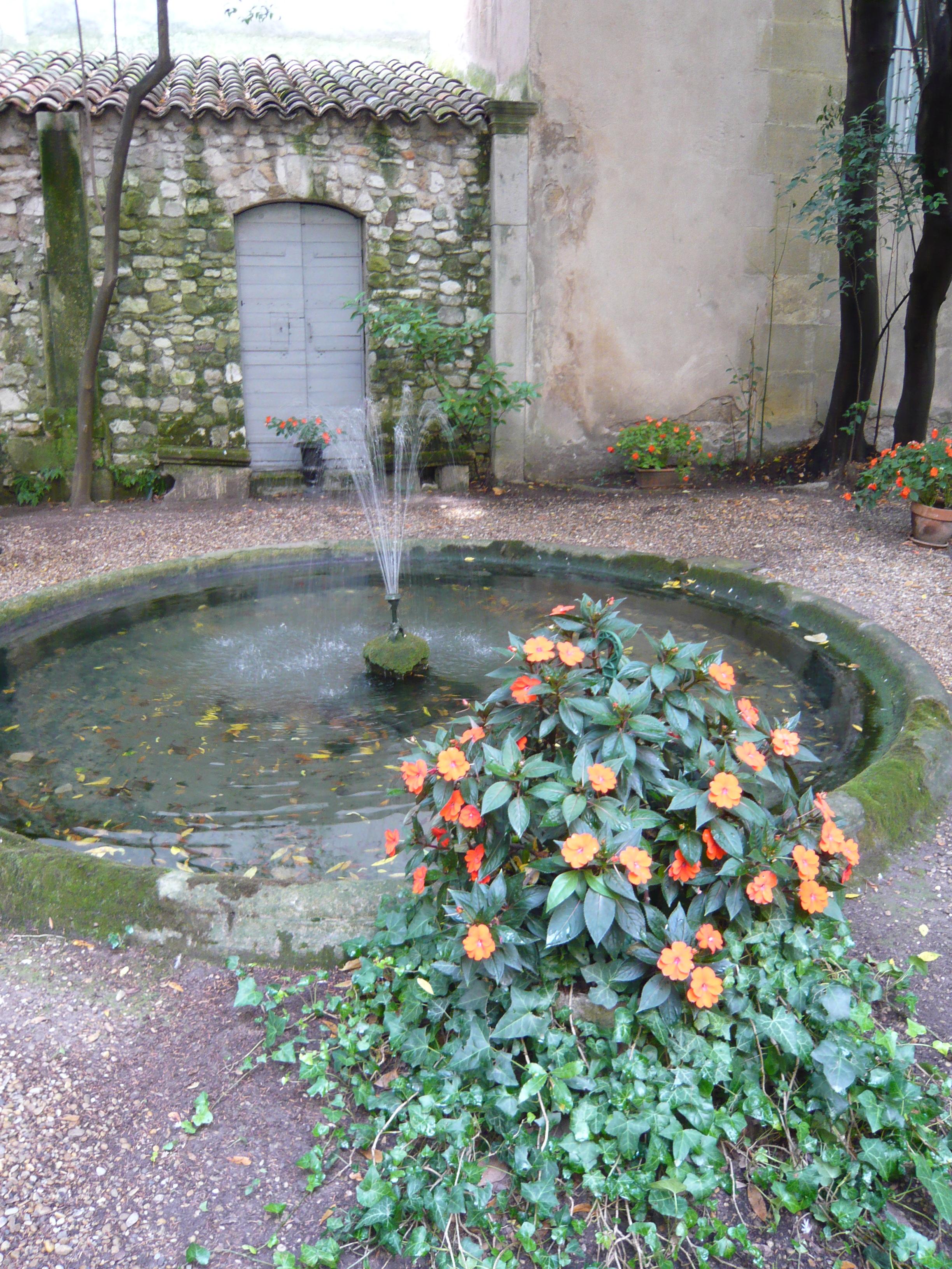 Emejing Vasque Jardin Jet D Eau Contemporary - House Design ...