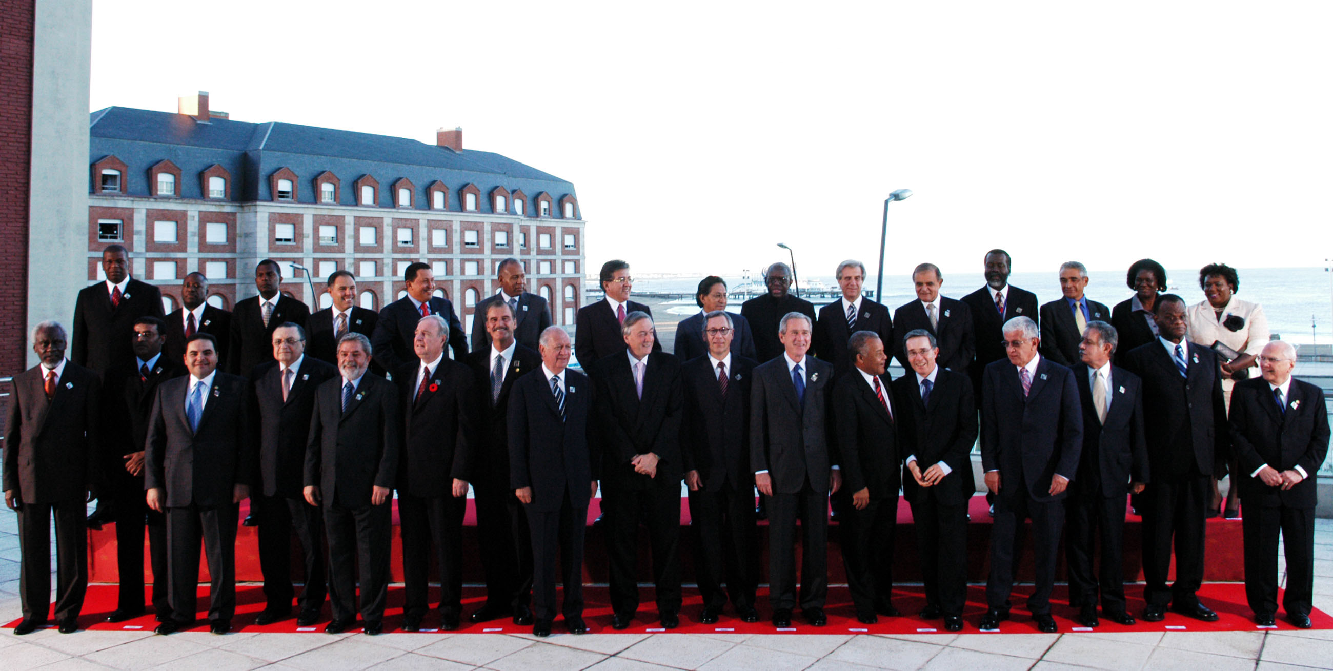 File:Head of States at the Americas Summit in Mar del Plata Argentina 2005.jpg