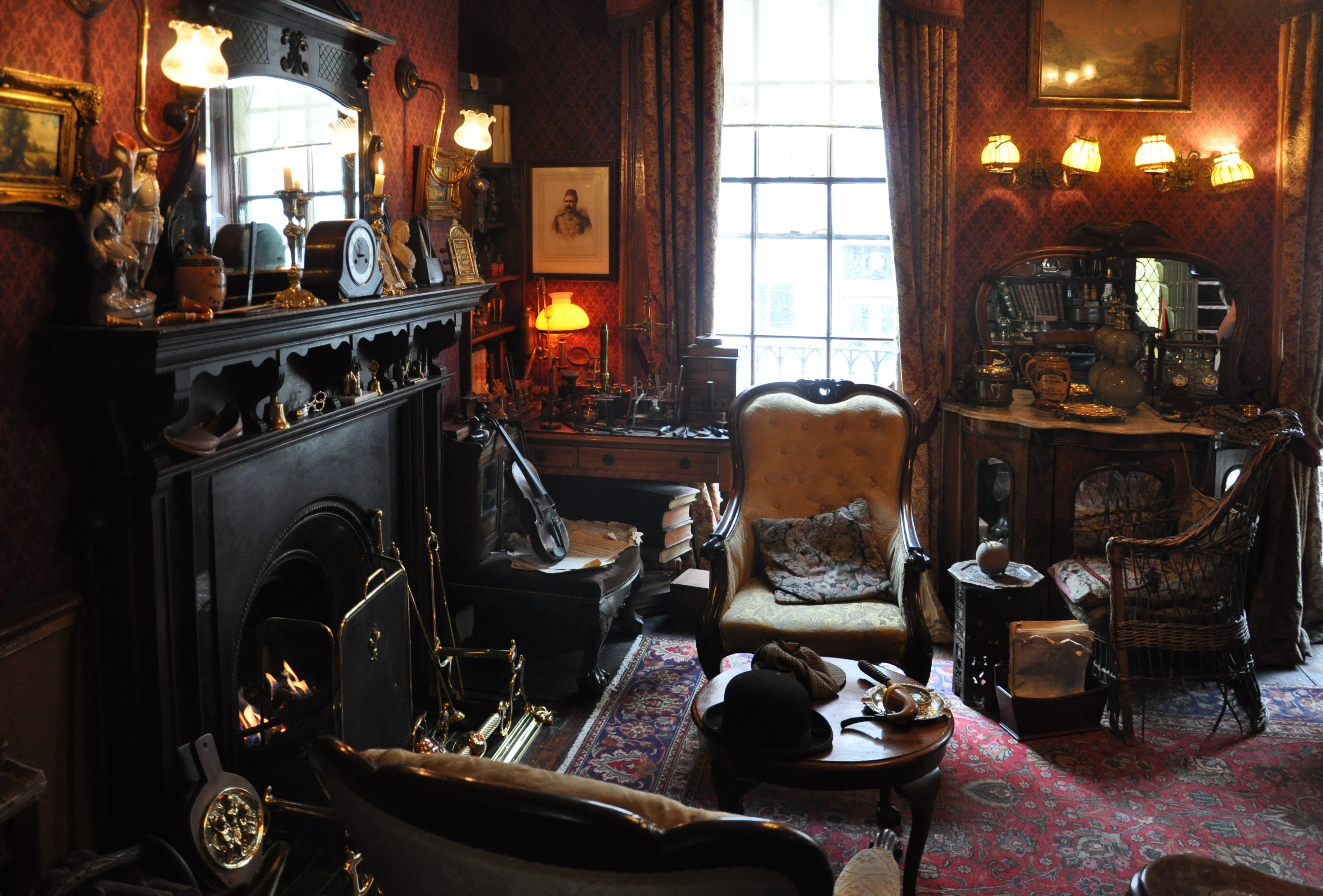 https://i0.wp.com/upload.wikimedia.org/wikipedia/commons/3/38/Sherlock_Holmes_Museum_001.jpg