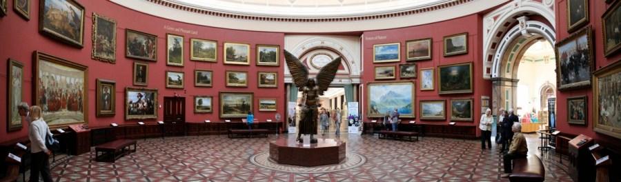 English: The Round Room at Birmingham Museum &...