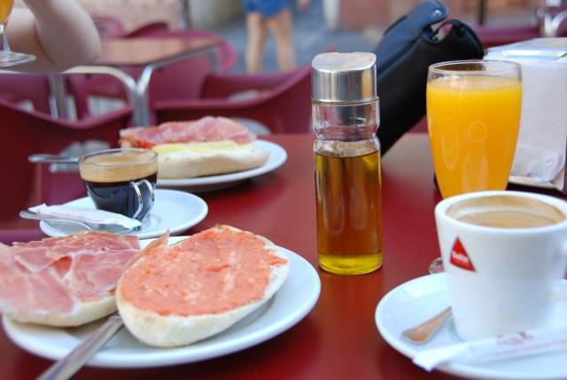 desayuno con tomate zumo