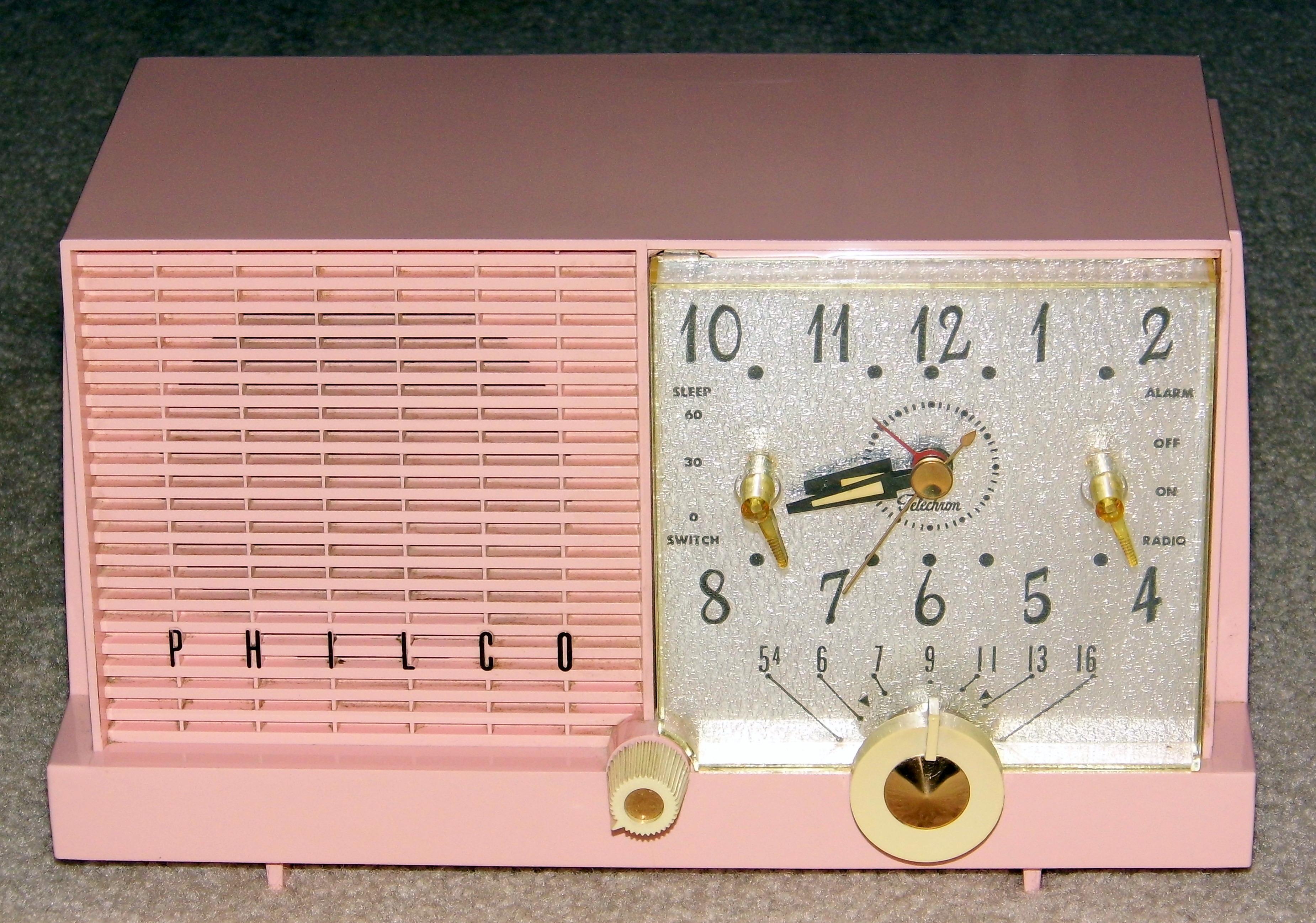 FileVintage Philco Pink Plastic Clock Radio Model F752