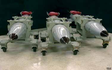 https://i0.wp.com/upload.wikimedia.org/wikipedia/commons/3/3c/B61_nuclear_bombs.jpg