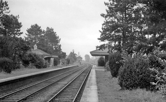 File:Bishops cleeve rail station1807650 af63ce87.jpg - Wikimedia
