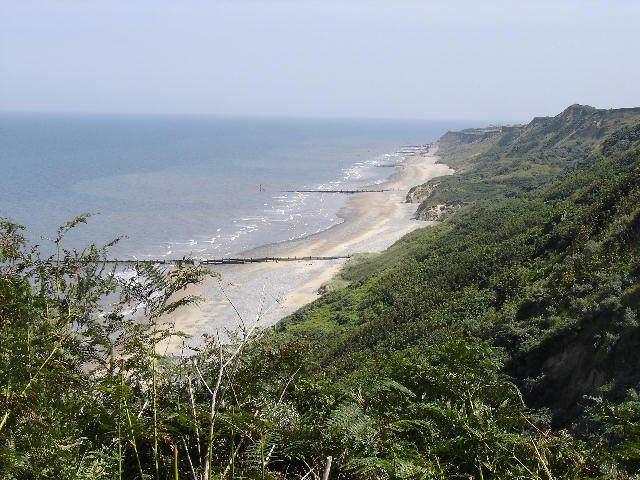File:Cromer beach summer UK.JPG