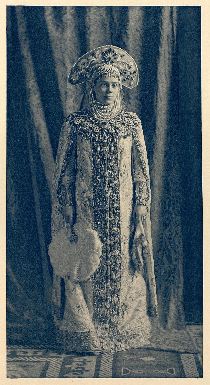 https://i0.wp.com/upload.wikimedia.org/wikipedia/commons/3/3d/1903_ball_-_Xenia_Alexandrovna_of_Russia.jpg