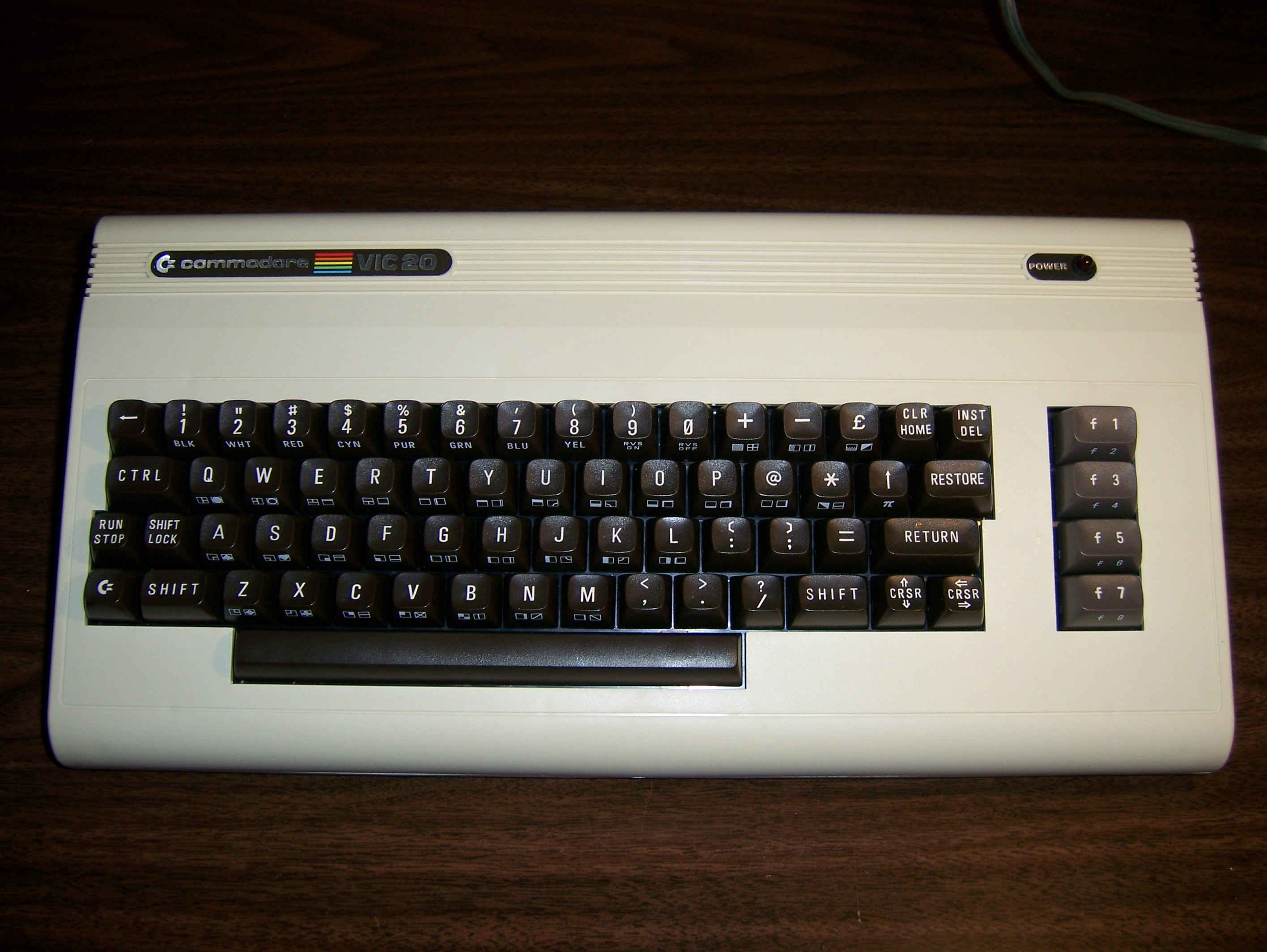 File:Commodore VIC 20 computer2.jpg - Wikimedia Commons
