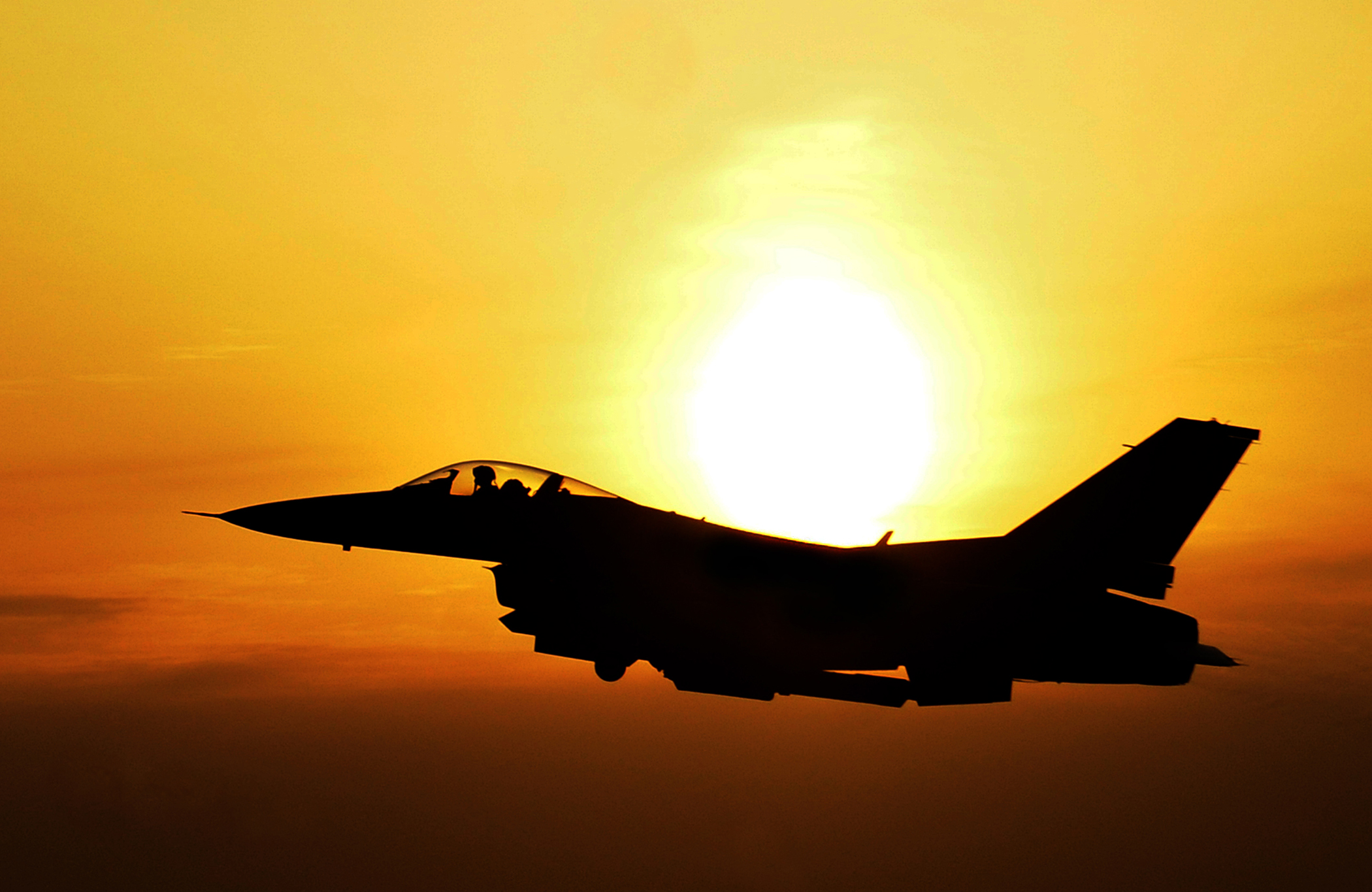 F 16 Fighting Falcon Front
