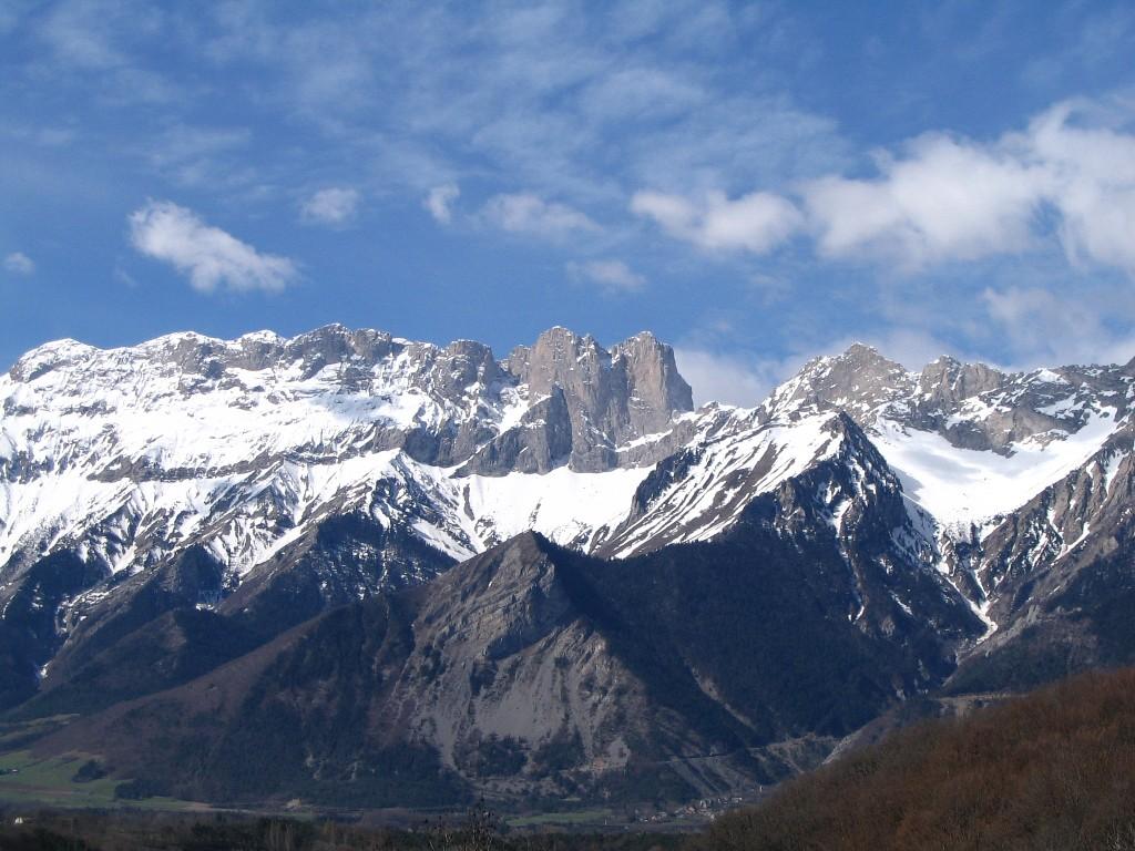 https://i0.wp.com/upload.wikimedia.org/wikipedia/commons/3/3e/Notre-Dame_de_la_Salette.jpg