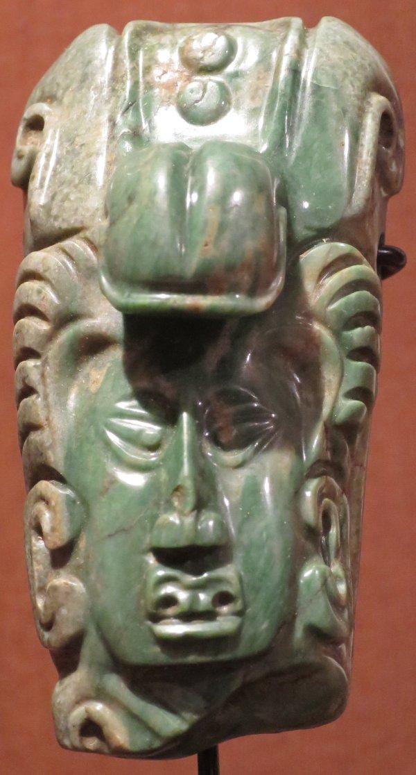 File Maya Jade Pendant Yucatan . 550-950 . Long