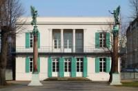 File:Neuer Pavillon Front.jpg - Wikimedia Commons