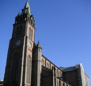 日本語: ミョンドン大聖堂。2004年11月、大韓民国ソウル市においてGleamによる撮影。...