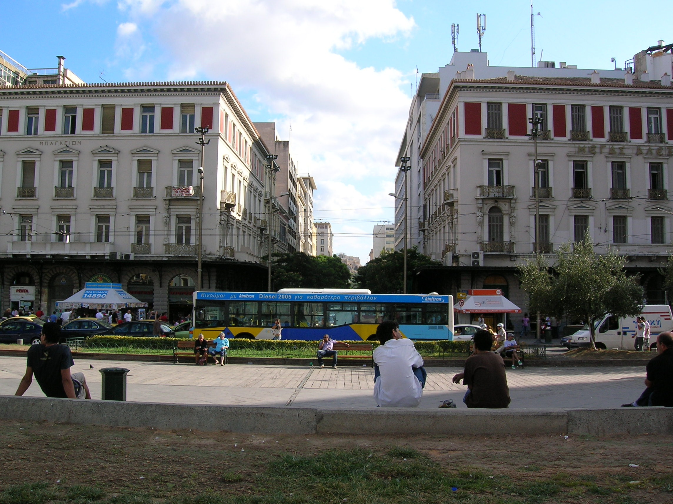 https://i0.wp.com/upload.wikimedia.org/wikipedia/commons/4/40/Omonia_Athens_2.jpg