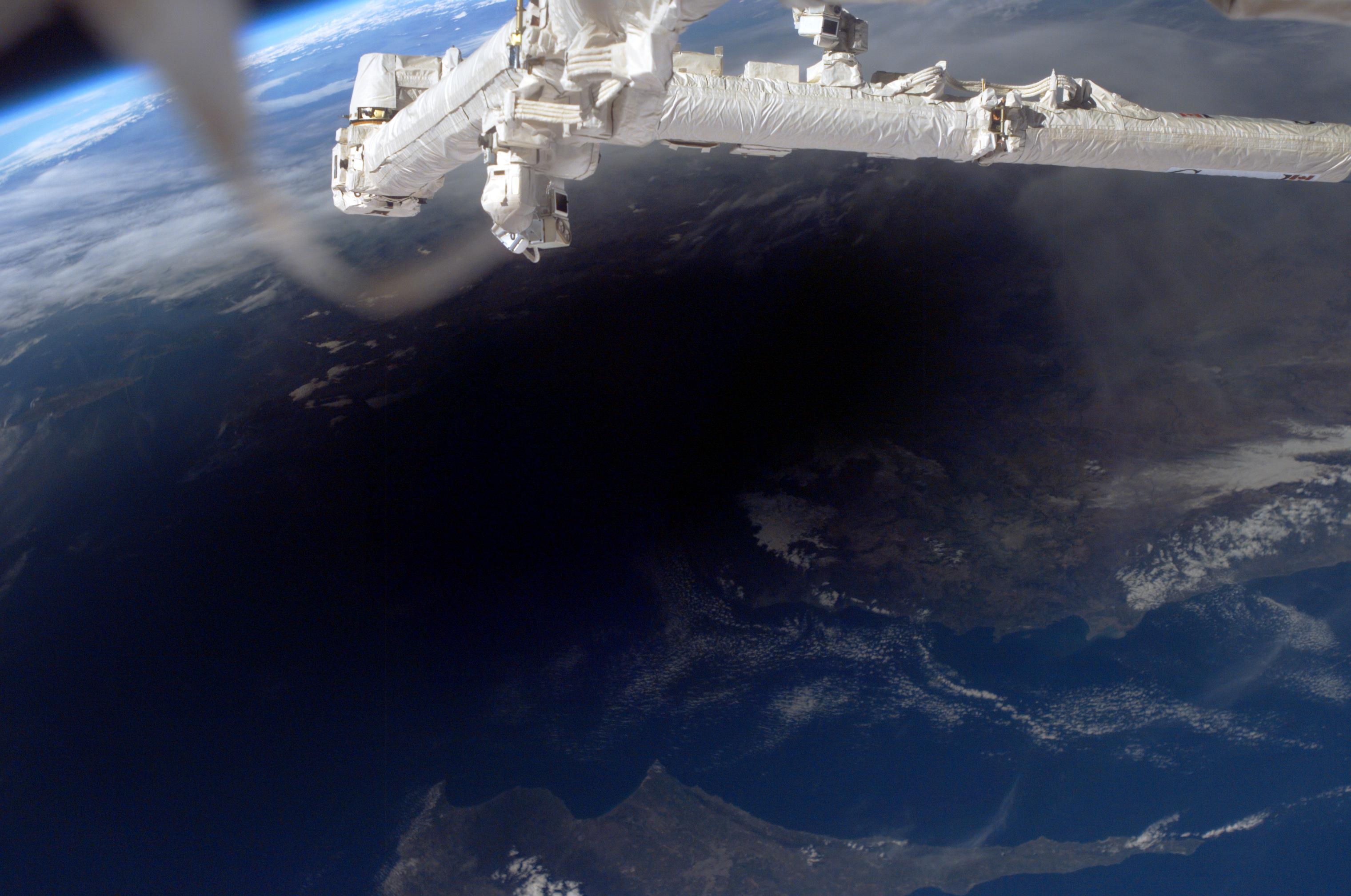 Napfogyatkozás Ciprus és Törökország felett az ISS fedélzetéről