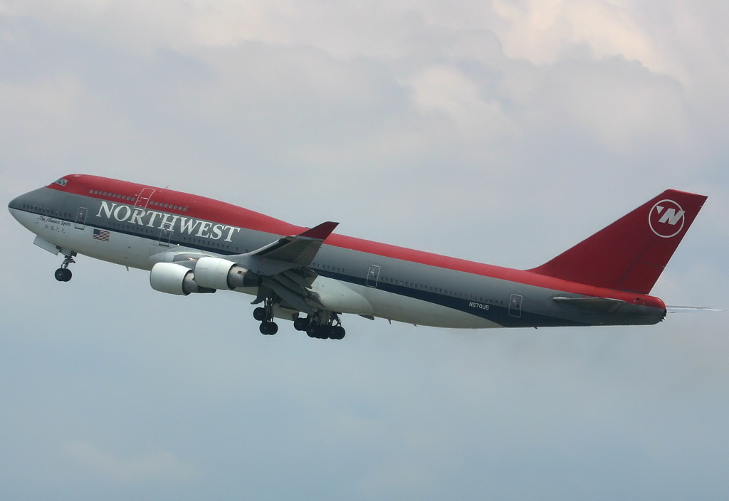 https://i0.wp.com/upload.wikimedia.org/wikipedia/commons/4/42/Northwest_Airlines_Boeing_747-400_Spijkers.jpg