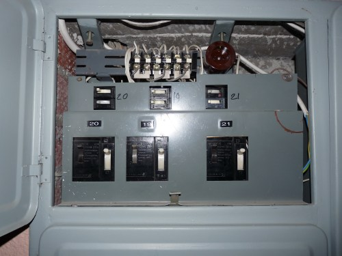 small resolution of file liikuri 16 old circuit breakers in fuse box jpg wikimedia old electrical fuse old circuit