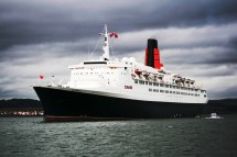 Queen Elizabeth 2 Ship