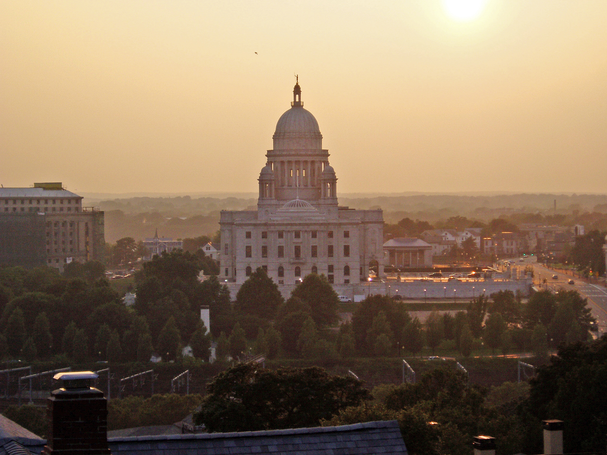 English: Rhode Island's state house at sunset.