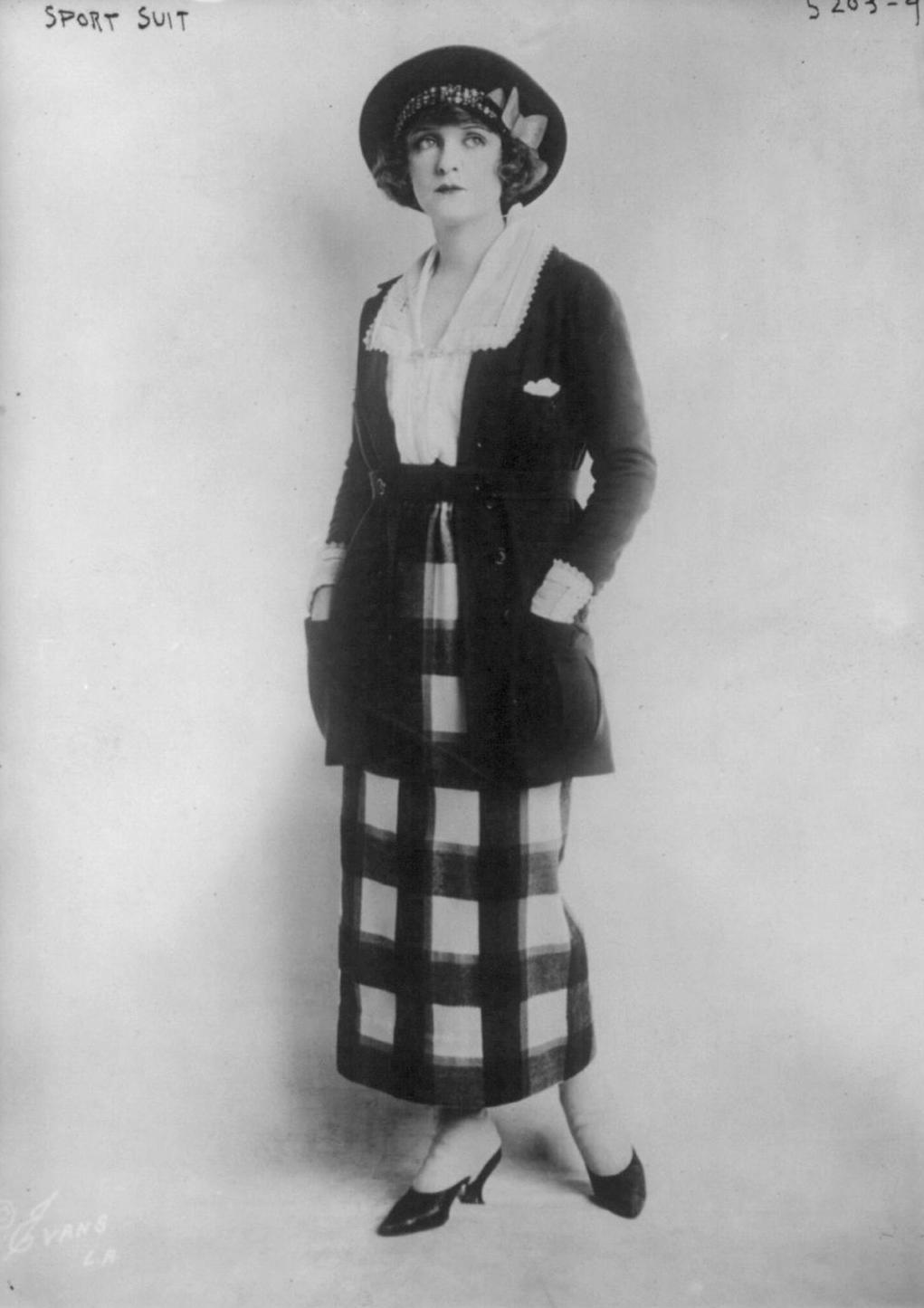 Istorija odevnih predmeta - Page 7 1920sportsuit