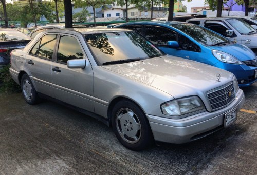 small resolution of file 1994 1995 mercedes benz c220 w202 sports sedan 27